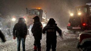 Trabzon'da Kaldırım Yaylası'nda mahsur kalan orman işçileri kurtarıldı