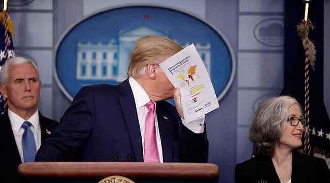 Trump'ın elindeki koronavirüs kağıdında dikkat çeken Türkiye detayı