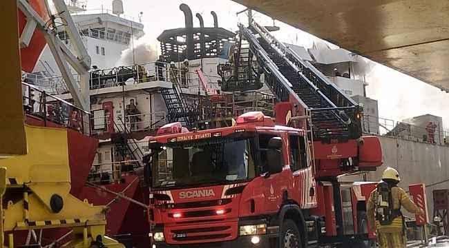 Tuzla'da tersanede gemi yangını