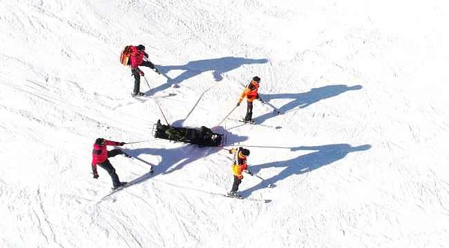 Uludağ'da yaralanan dağcıyı kayaklı JAK timleri böyle kurtardı - Bursa Haberleri