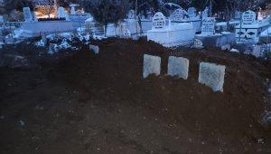 Yangında hayatını kaybeden 3 kardeş aynı mezarlığa gömüldü