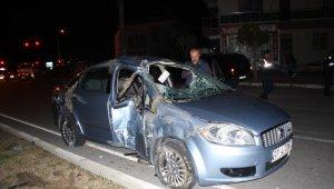 Yoldan çıkan otomobil aydınlatma direğine çarptı: 1 yaralı