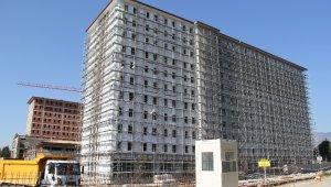 Yurt inşaatında çalışan işçi 10. kattan düştü