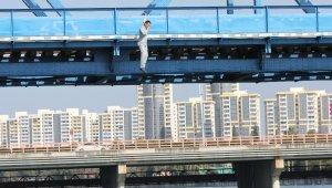 10 bin lira borcu olan genç köprüden nehre atladı