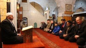 9 asırlık camide eller Mehmetçik için açıldı
