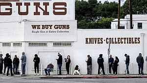 93 kişinin öldüğü ülkede, insanlar silah almak için kuyruk oluşturdu
