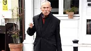 93 yaşındaki sanatçı, sokağa çıkma yasağına uymadı