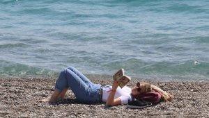 Antalya'da koronavirüs yasakları deniz tutkunlarını durduamadı
