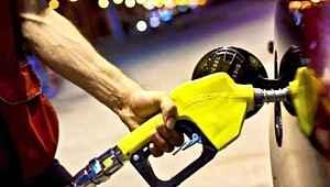 Benzin ve motorine bir indirim müjdesi daha