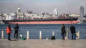 Bu görüntü sonrası İstanbul'da belediye harekete geçti... Balık tutmak yasaklandı