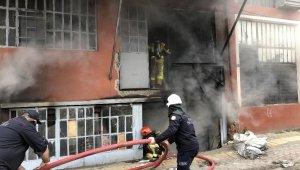 Bursa'da 3 katlı tekstil atölyesinde yangın - Bursa Haberleri