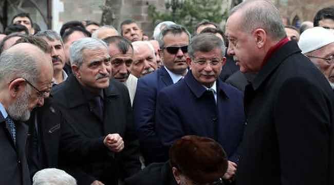 Cumhurbaşkanı Erdoğan, Davutoğlu'nu görmezden geldi