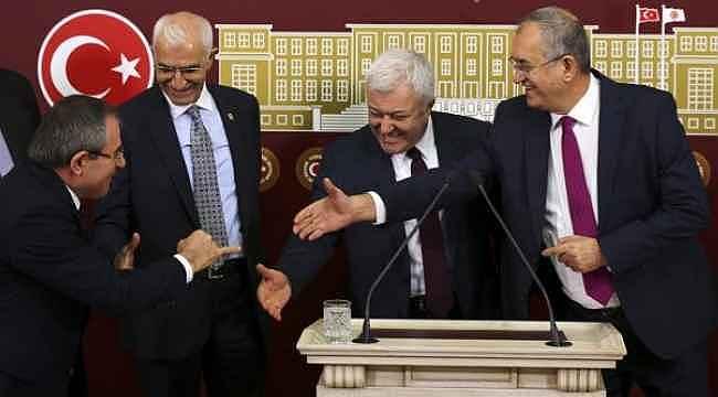 Cumhurbaşkanının ardından CHP'liler de kendi selamlarını geliştirdi