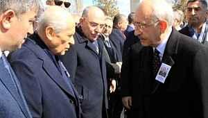 Devlet Bahçeli, elini cebinden çıkarmadı, Kılıçdaroğlu ile tokalaşmadı