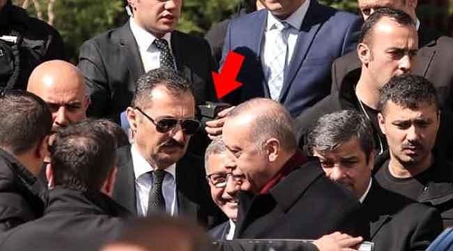 Elindeki cihazla Cumhurbaşkanı Erdoğan'ı adım adım takip etti