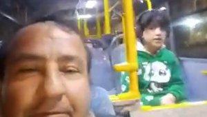 Engelli bir çocuk halk otobüsünde unutuldu, canlı yayın yaparak ailesini aradı