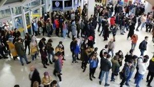 Erzincan'da öğrenciler otogara akın etti
