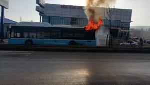 Erzurum'da yolcu otobüsü alev alev yandı