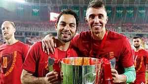 Galatasaray'da Selçuk İnan futbolu bırakıyor, Muslera birinci kaptan oluyor