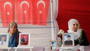 HDP önündeki ailelerin evlat nöbeti 205'inci gününde