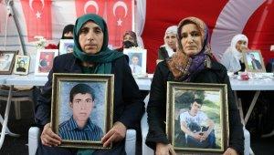HDP önündeki evlat nöbetine iki aile daha katıldı