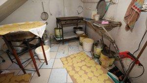 İzmir'de tatlıcı dükkanında mide bulandıran manzara