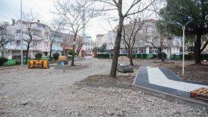 Karacabey'de park, bahçe ve refüjlerde bakım çalışmaları sürüyor - Bursa Haberleri