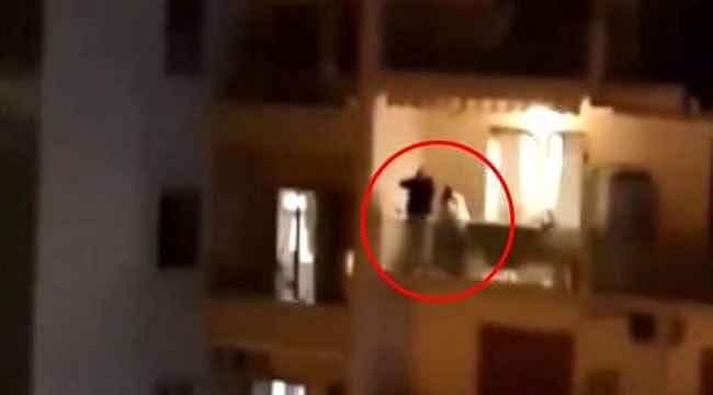 Karantinadaki İtalya'da insanlar balkonlardan şarkılar söyledi