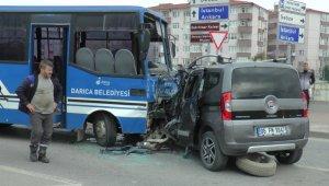 Kocaeli'de öğrenci taşıyan minibüs kaza yaptı: 27 yaralı