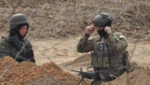 'Komşu' katliama hazırlanıyor... Ağır silahlı askerler konuşlandırdı
