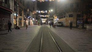 Korona virüs nedeniyle İstiklal Caddesi ve Taksim Meydanı boş kaldı