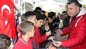 Koronavirüs ile mücadelede fırsatçılara inat 1 liraya sattı, vatandaşlar akın etti