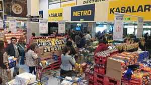 Koronavirüs Türkiye'de görülünce vatandaşlar markete koştu... Stok yapan bile var...