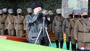 Kuzey Kore lideri, karizmayı çizdirmemek için maske takmadı