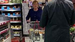 Merkel'in karantinaya alınmasının ardından alışveriş yaptığı marketteki Almanlar panik oldu