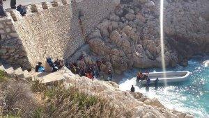 Muğla'da 150 göçmen botla Meis Adası'na geçti