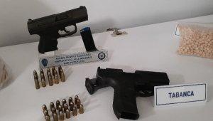 Narkotik operasyonunda FETÖ izi çıktı, aramalarda İsrail malı silah ele geçirildi