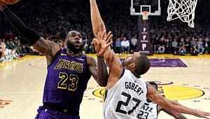 NBA, tüm maçlarını süresiz olarak askıya aldı