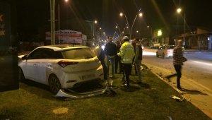 Önce kamyona, ardından elektrik direğine çarptı - Bursa Haberleri