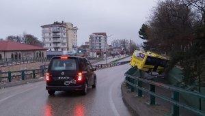 Otobüs köprülü kavşaktan aşağıya düştü - Bursa Haberleri