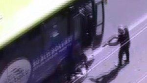 Otobüsten indirip kurşun yağdırdı, kurşunu bitince dipçikle saldırdı