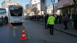 Özel halk otobüsünün altında kalan yaşlı kadın hayatını kaybetti
