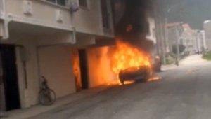 Park halindeki otomobil alev topuna döndü - Bursa Haberleri