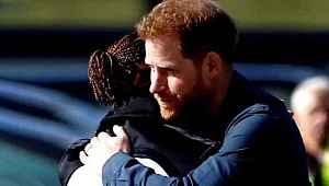 Prens Harry, koronavirüs riski taşıyan sporcuyla buluştu