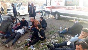 Şanlıurfa'da işçi servisleri kaza yaptı: 18 yaralı
