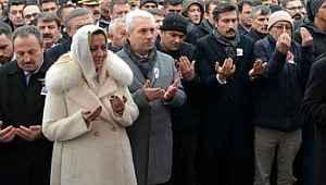 Şehit cenazesinde şov yapan İYİ Partili vekile biri sahip çıktı