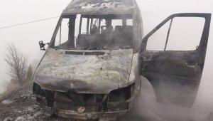 Seyir halindeyken yanan minibüs küle döndü - Bursa Haberleri