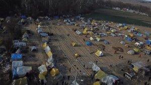 'Tampon' bölgede mültecilerin bekleyişi sürüyor