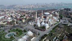 Tarihi Sultanahmet Meydanı tarihin en sakin günlerini geçiriyor