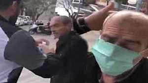 Vicdansızlar... Yaşlı adamı zorla durdurdular, maske takıp başına kolonya döktüler